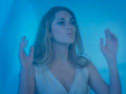 Marion Cotillard imite Céline Dion sur Pour que tu m'aimes encore